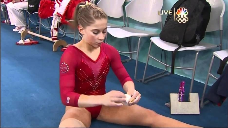 spread Girls gymnastics legs